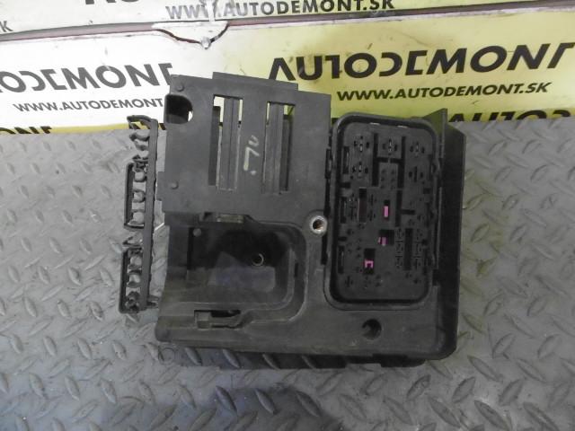 fuse box holder 1k0907361b 1k0937700b - skoda octavia 2 1z 2007 limousine  1 9 tdi 77 kw bxe jcr | audi * vw * skoda used parts