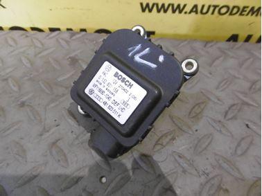 Heater flap motor 4B1820511K - Audi A6 C5 4B 2003 Allroad Avant Quattro 2.5 TDI 132 kW AKE EYJ