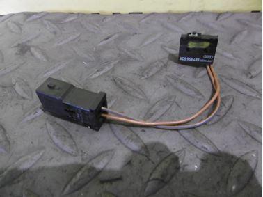 8D5959489 - Rear trunk microswitch