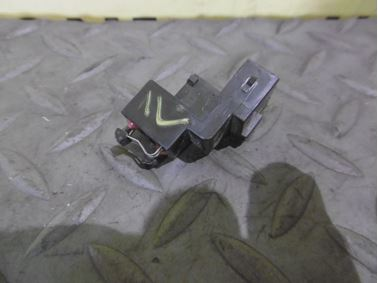 8D9959489 - Rear trunk microswitch