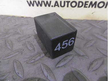 3U0941597A 456 - Headlight relay