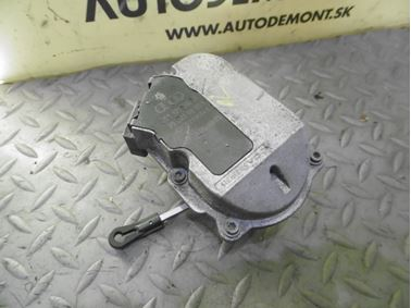 Air flap adjuster 059129086D - Audi A6 C6 4F 2006 Avant Quattro 3.0 TDI 165 kW BMK HVE