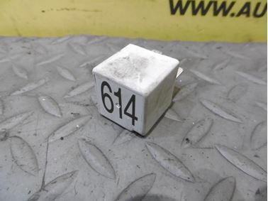 Relay 8E0951253 614 - Audi A6 C6 4F 2006 Avant Quattro 3.0 TDI 165 kW BMK HVE