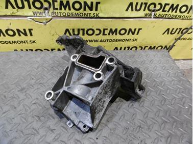 Power steering pump bracket 059145169AA - Audi A6 C6 4F 2006 Avant Quattro 3.0 TDI 165 kW BMK HVE