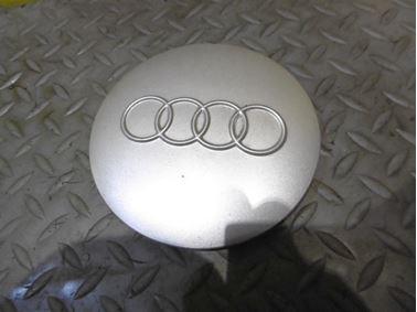 8D0601165B - Wheel center cap - Audi A4 1995 - 1999 A6 1995 - 1997